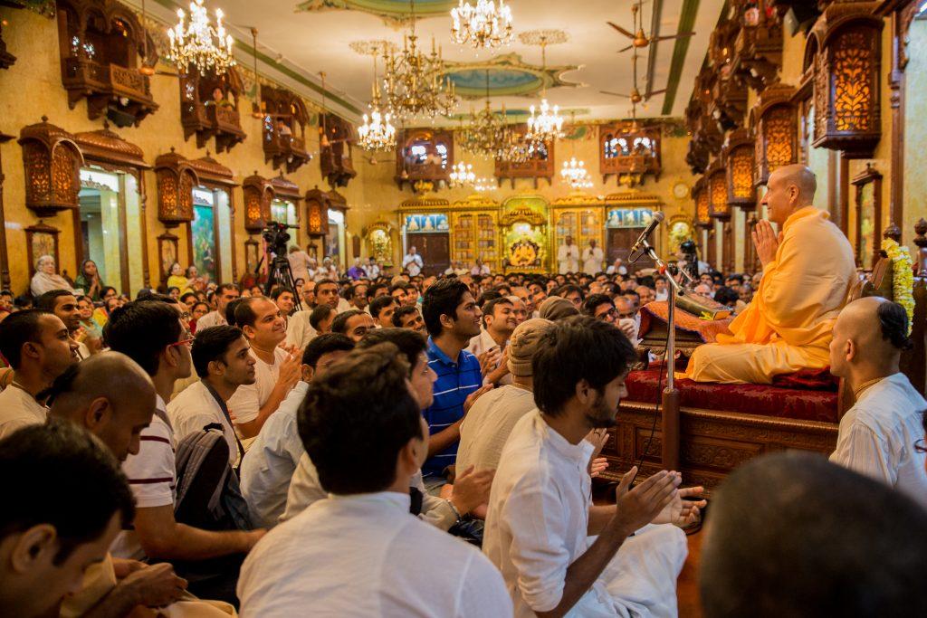 H.H. Sri Radanath Swami leads morning Bhagavatam class at Sri Sri Radha Gopinath Mandir, Girgaum, Chowpatty, Mumbai. ©robertmoses